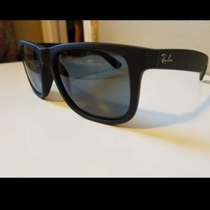 Ray ban justin classic black w/ blue polarized